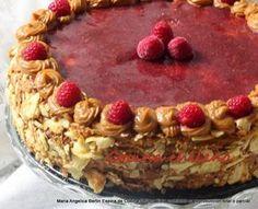 Torta de hojarasca Es una torta muy tradicional en Chile   Puede ser rellena con manjar y nueces     Esta torta esta rellena con merme...