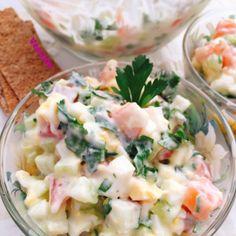 Салат с семгой и огурцами