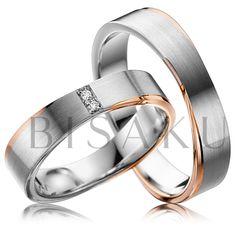A42 Tyto snubní prstýnky díky svému designu vynikají a uchvátí vás něžným a nevšedním pojetím. Komfort zaručuje masivnější zpracování prstenů. Lesklé červené zlato z obou stran rafinovaně obepíná oba kraje prstenů. V dámském prstenu jsou dva vertikálně usazené brilianty. #bisaku #wedding #rings #engagement #brilliant #svatba #snubni #prsteny