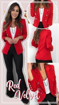 Look do poder! Muito amor ❤✨ Blazer Beatriz | calça Flare Taci preta | top Paloma preto  Compras pelo site: www.estacaodamodastore.com.br . Whatsapp Site: (45)99953-3696 - Thalyta (45)99820-6662 - Jessica . Ou em nossas lojas físicas de Santa Terezinha de Itaipu e Medianeira - PR Blazer Outfits, Sexy Outfits, Fall Outfits, Cute Outfits, Fashion Outfits, Business Casual Outfits, Business Dresses, Office Outfits, Look Blazer