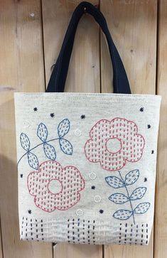 ° Sakura arbeitet zu Hause – bordados - My CMS Hand Embroidery Videos, Hand Embroidery Flowers, Embroidery Bags, Japanese Embroidery, Hand Embroidery Stitches, Hand Embroidery Designs, Shashiko Embroidery, Patchwork Bags, Fabric Bags