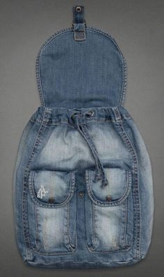 visuelles ergebnis von passo und passo artesanato com retalhos de jeans - Originelle Ideen Mochila Jeans, Jean Backpack, Jean Purses, Denim Handbags, Denim Purse, Denim Crafts, Old Jeans, Denim Jeans, Recycled Denim