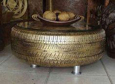 Pneu réutilisé en table basse dorée pour le café                                                                                                                                                                                 Plus