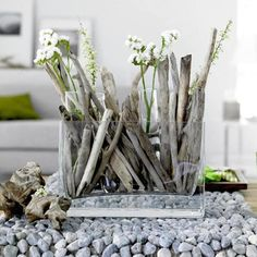 simple driftwood and blooms