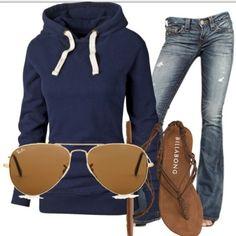 Sweatshirt, sunnies and sandals!