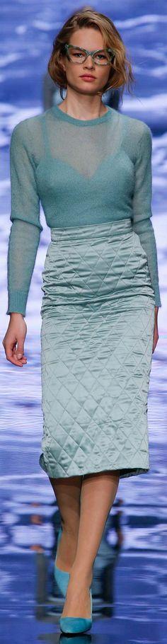 Max Mara Fall 2015 Ready-to-Wear Collection Photos - Vogue Max Mara, Runway Fashion, High Fashion, Fashion Show, Fashion Design, Milan Fashion, Fall Fashion, Marilyn Monroe Stil, Quilted Skirt