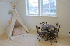 Tent and café set.