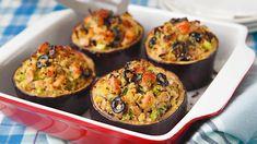Plněný lilek je tradiční pokrm na Středním východě nebo třeba v Maroku. Jako náplň můžete kromě výborného kuskusu použít i mleté maso nebo sýr se zeleninou. Guacamole, Zucchini, Low Carb, Mexican, Cooking Recipes, Treats, Vegetables, Fit, Ethnic Recipes