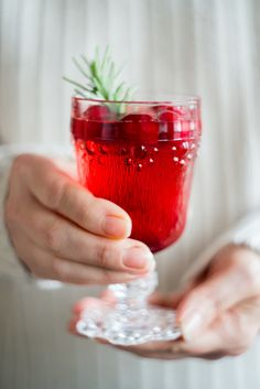 Looking for Thanksgiving or Christmas cocktail recipe ideas? This Cranberry Spritzer Cocktaill drink is so simple and delicious, and will help make the holidays even more magical for your guests. Click here for the recipe.