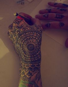 I love hand tattoos but couldn't ever get one Mandala Tattoo Design, Dotwork Tattoo Mandala, Mandala Hand Tattoos, Bad Tattoos, Funny Tattoos, Body Art Tattoos, Tatoos, Awesome Tattoos, Chevron Tattoo