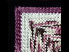 Crochet : Manta en Cuadrados - YouTube (min 1:54 como hacer agarradera)
