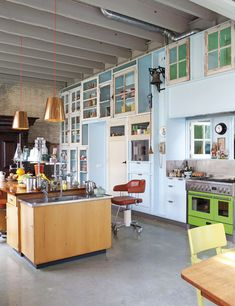 Studio Boot loft in Den Bosch, designed by Piet Hein Eek Outside Furniture, Home Furniture, Kitchen Furniture, Interior Styling, Interior Design, Turbulence Deco, Cuisines Design, Kitchen Colors, Kitchen Interior
