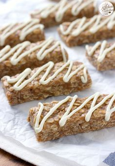 No Bake Snickerdoodle Granola Bars Recipe from @akitchenaddict