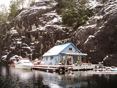 Floating Cabin in Powell River, British Columbia. Photos by Wayne Lutz