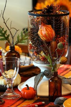 So Detailed ! Fabulous Autumn Tablescape using a cake stand and many other elements you have lying around the house!