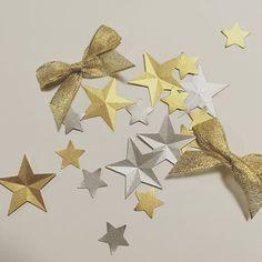 このお星さまは、ご新婦さまが金色と銀色の紙をパンチして作られました。花びらと一緒に、フラワー&スターシャワーとして使われました。 金色のリボンは、全体で2個ほどのみ、という特別なものだったそうです。こちらもキラキラですね☆