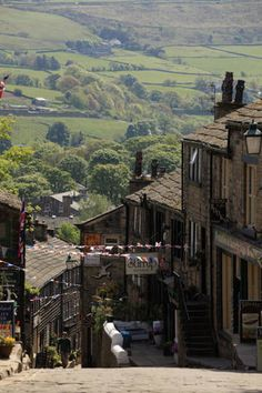 A general view of Haworth Village the birthplace of the famous Bronte Sisters on May 2011 in Haworth, England. The Bronte sisters lived at Haworth Parsonage from 1820 to 1861 in the West Riding of Yorkshire. Oh The Places You'll Go, Places To Travel, Places To Visit, Bronte Parsonage, Tours Of England, Travel England, Prinz Charles, West Yorkshire, Yorkshire England
