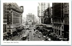 new york images Old Postcards, Photo Postcards, 1940s Photos, Times Square New York, Time Photo, Vintage Advertisements, New York City, New York Skyline, Street View