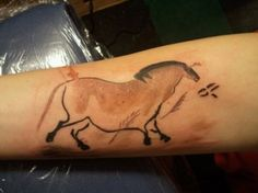 China Horse Tattoo from the Lascaux cave art in France New Tattoos, Body Art Tattoos, Cool Tattoos, Horse Tattoos, Awesome Tattoos, Tatoos, Pegasus, Archery Tattoo, Ancient Tattoo