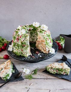 Voileipäkakku rengasvuoassa – Perinneruokaa prkl | Meillä kotona Cake Sandwich, Savory Pastry, Scandinavian Food, Swedish Recipes, Food Tasting, Savory Snacks, Pain, No Bake Cake, Fall Recipes