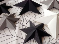 Fold simple stars - Wasn& it just that I stowed the Christmas decorations in the basement? Diy Crafts To Do, Kids Crafts, Wallpaper Art Deco, Winter Christmas, Xmas, Diy Paper, Paper Crafts, Handmade Christmas Crafts, 3d Star