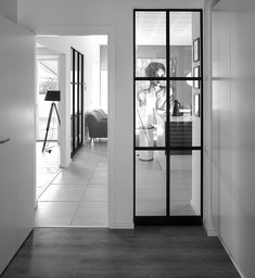 Partition wall solution between rooms. Glass partitions walls let the light pass right through. Glass Partition Designs, Glass Partition Wall, Kitchen Interior, Room Interior, Interior Design, Room Deviders, Interior Windows, Modern Kitchen Design, Apartment Design