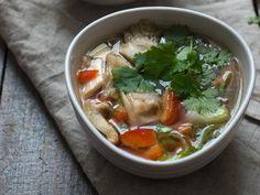 Asiatisk nuddel og grønsaksuppe - Kvardagsmat Frisk, Lime, Soup, Ethnic Recipes, Cilantro, Limes, Soups, Key Lime