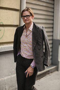Street Style Leo Faria Milão masculino: calça social preta, camisa estampada em vermelho e blazer xadrez Fashion, Chess, Rouge, Black, Block Prints, Printed Shirts, Moda, Fasion, Trendy Fashion