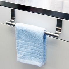 Keep your kitchen towels off of the counters and out of the way with this stylish towel rack. Designed to fit easily over your cabinet doors, this durable steel rack is finished in a polished silver color to match a variety of decor styles.