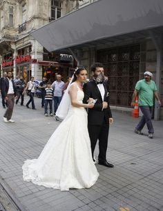 There was even a bride and groom that marched in their wedding attire. | 36 Surreal And Defiant Photos From Istanbul's #OccupyGezi