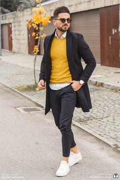 Erfahre welche Teile dazu passen! Smart Casual Outfit für Männer. Herrenoutfit mit Chinohose, Businesshemd, Rundhalspullover, Wollmantel und Sneaker. Elegantes Männeroutfit im sportlichen Business Look, passend für die Arbeit. Outfits für Männer mit passenden Teilen bei Favorite Styles. #favoritestyles #mode #fashion #outfit #männer #herren #style #stil #männermode #herrenmode #mensoutfit #mensfashion #ideen #inspiration #casual #smart #sportlich #elegant #arbeit #business #schwarz #gelb #weiss