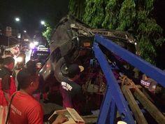 Melintas Jembatan Sulfat Dini Hari, Mobil Pick Up Terjun Setinggi 10 Meter https://malangtoday.net/wp-content/uploads/2017/10/Mobil-ringsek.jpg MALANGTODAY.NET – Dimas (37), warga Kecamatan Poncokusumo, Kabupaten Malang diduga hilang kendali saat mengemudikan mobil pick up hitam. Akibatnya, mobil yang habis dipakai mengantarkan telur itu terjun ke sungai dikawasan Sulfat, Kota Malang, Selasa (17/10) dini hari sekitar pukul 03.00 WIB.... https://malangtoday.net/malang-raya/k
