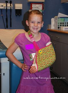 fancy arm sling tutorial--- of corse I will have to do this for Owen in some awesome BOY design! Sewing Crafts, Sewing Projects, Sewing Tutorials, Sewing Ideas, Sewing Patterns, Diy Projects, Diy Crafts, Arm Sling, Arm Cast