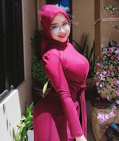 Arab Girls Hijab, Girl Hijab, Muslim Girls, Beautiful Muslim Women, Beautiful Hijab, Beautiful Asian Girls, Hijab Fashion, Blouse Designs, Cool Girl