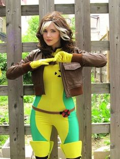 Rogue from X-Men: The Animated Series : <b>Cosplay costumes done right!</b> Some of these costumes will blow you away. Cosplay costumes done right! Some of these costumes will blow you away. Marvel Cosplay, Rogue Cosplay, Rogue Costume, Batgirl Cosplay, 50s Costume, Hippie Costume, Amazing Cosplay, Best Cosplay, Female Cosplay