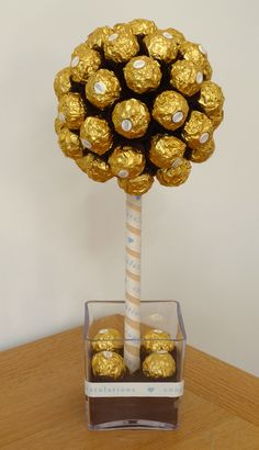 Ferrero Rocher sweet (candy) tree by Sweetie Pots … – Valentines Day 2020 Ideas Chocolate Tree, Chocolate Bouquet, Chocolate Gifts, Chocolates Ferrero Rocher, Candy Topiary, Candy Trees, Candy Arrangements, Candy Centerpieces, Craft Ideas