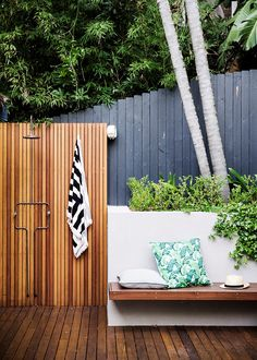 Outdoor garden inspiration | Outdoor shower ideas | Outdoor bench seating ♥ visit www.wishtank.co.za for more home décor ideas and inspiration