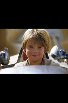Jake Lloyd became famous for his role as Anakin Skywalker in Star Wars Ep The Phantom Menace. What happened to him? Jake Lloyd, Anakin Vader, Darth Vader, Starwars, Natalie Portman, Young Anakin Skywalker, Star Wars Personajes, Liam Neeson, The Phantom Menace