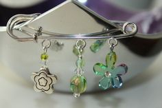 This kilt pin brooch has a Tibetan silver flower bead, an iridescent green glass bead, crystals and an acrylic heart bead whose petals range from lilac through blue to green. Safety Pin Crafts, Safety Pin Jewelry, Wire Jewelry, Gemstone Jewelry, Beaded Jewelry, Safety Pins, Flower Brooch, Brooch Pin, Kilt Pin