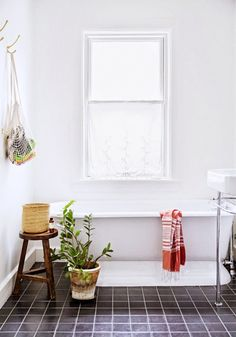 7 Simple Ways to Renovate Your Rental's Bathroom via @domainehome // bathtub, houseplant, net bag, tile.