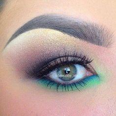 Beautiful rainbow eye makeup peacock feathers, colorful makeup, eye makeup, color combos, colors, beauti, eyemakeup, eye liner, blues