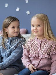 Lapsen neuletakki Baby Cardigan Knitting Pattern, Double Knitting Patterns, Knit Cardigan, Sweater And Shorts, Knit Shorts, Girls Jumpers, Knitting For Kids, Free Knitting, Bobble Stitch
