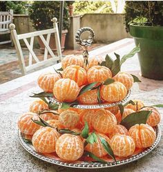Creative & delicious idea to offer some fruit to your guests Brunch Party, Tea Party, Brunch Mesa, Comida Picnic, Deco Fruit, Do It Yourself Food, Food Platters, Fruit Displays, Cute Food