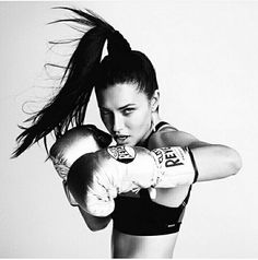 Kickboxing Schools: The Most Renowned Kick Boxing Training Gyms Fitness Photography, Sport Photography, Boxe Fitness, Fitness Inspiration, Mma, Foto Sport, Women Boxing, Fitness Photoshoot, Butt Workout