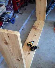 Make a bed console like Ikea! - console # Make- Make a bed console like Ikea! - DIY - Fun Things With Your Kids - Tips And Tricks - Think About I. Diy Wood Projects, Furniture Projects, Home Projects, Diy Furniture, Coaster Furniture, Table Behind Couch, Over The Bed Table, Diy Sofa Table, Sofa Tables
