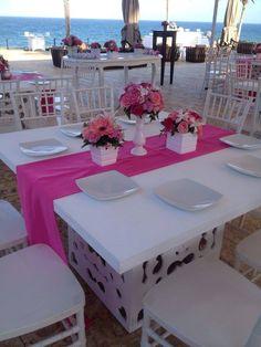 #tablesettings #whitedecor #magenta&white Bodas para recordar, outdoor wedding, flores, flowers, @areagourmet