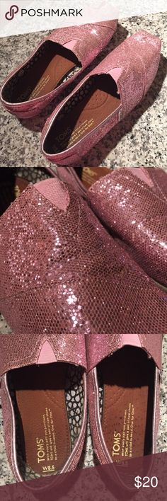 Sparkle TOMS Pink sparkle TOMS! Worn in but no holes or tears. The sparkles are all still intact as well. A really fun way to make an outfit pop!✨ TOMS Shoes Flats & Loafers