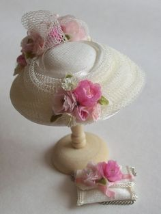 Toy dolls residences, many methods from conventional wooden residences to effectively Barbie Dreamhouses. Miniature Crafts, Miniature Dolls, Reborn Toddler Girl, Victorian Dolls, Diy Hat, Miniture Things, Paper Roses, Felt Dolls, Hat Pins