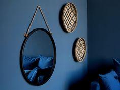 Miroir mural rond en métal noir suspendu par une corde D.70cm TALI