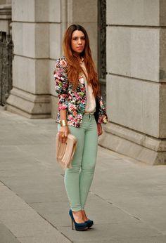 Floral Blazer traje con pantalones vaqueros de color